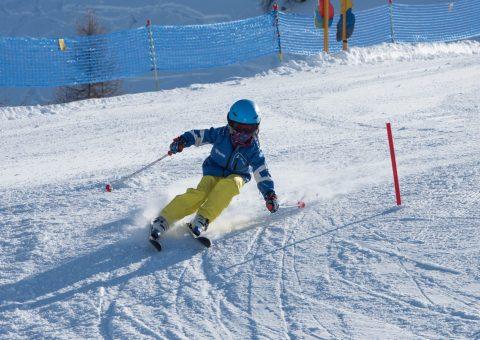 Ski-Kids-Camp Buckel und Stangen